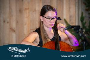 Cellistin Duschlbauer beim Mühlviertlerisch Tafeln