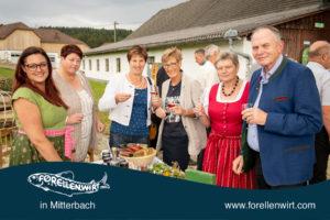 The Herbal Nerd - Katrin Pesendorfer beim Verkosten mit den Gästen