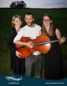 Lukas Plöchl aka Wendja mit Cellistinnen Carmen und Helene Duschlbauer