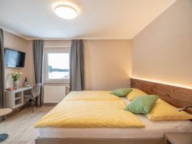 Doppelzimmer mit Ausblick in die Natur | Hotelzimmer Oberösterreich |Forellenwirt in Mitterbach