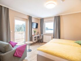 Hotelzimmer nähe Freistadt mit Balkon und Fernseher | Forellenwirt in Mitterbach